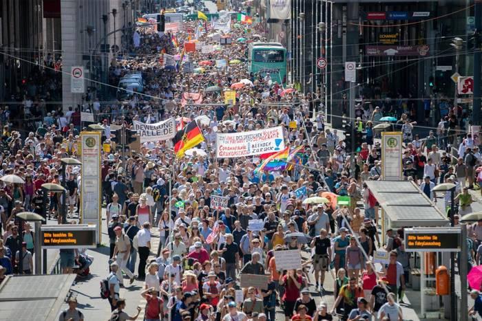 News video: Tausende protestieren in Belin gegen Corona-Regeln