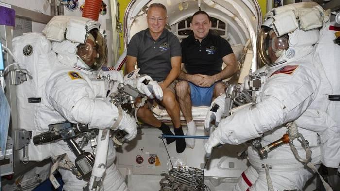 News video: [CDATA[Trotz Hurrikan vor Florida: ISS-Astronauten kehren zurück]]