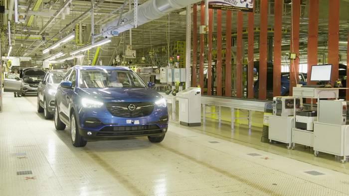 News video: Made in Eisenach - Erster Opel Grandland X Plug-in-Hybrid mit Frontantrieb fährt vom Band