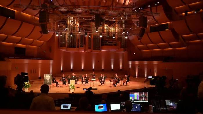 News video: «Vorbild an Gradlinigkeit» - Abschied von Hans-Jochen Vogel