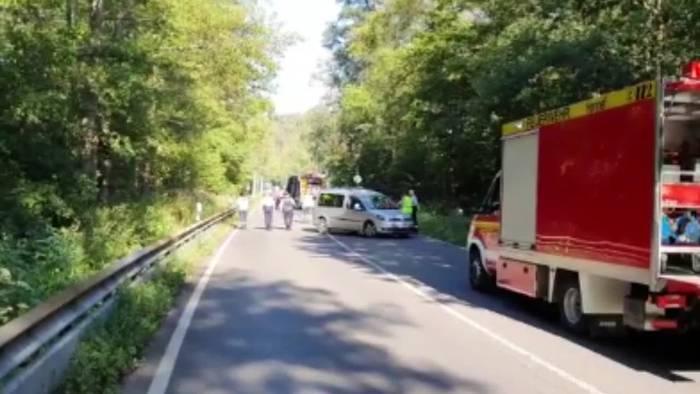 News video: Bröltalstrasse gesperrt: LKW mit Waschmittelsubstanz in Brand