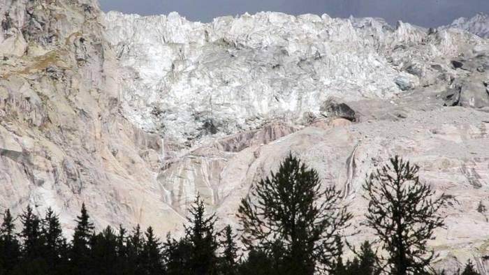 News video: 500.000 Kubikmeter Gletschereis drohen abzustürzen