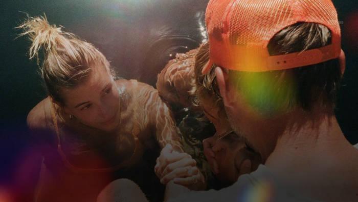 News video: Justin and Hailey Bieber feiern ihre gemeinsame Taufe
