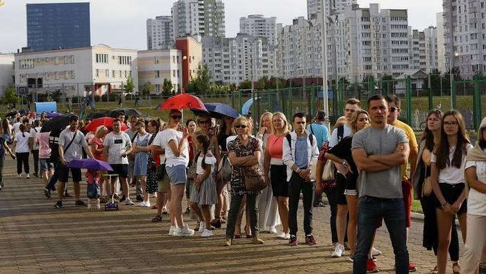 News video: Präsidentenwahl in Belarus: Schlangen vor den Wahllokalen