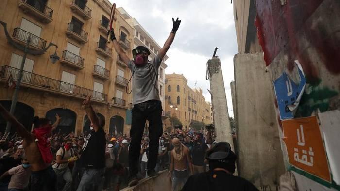 News video: Wut im Libanon: Demonstranten prangern politische Elite an