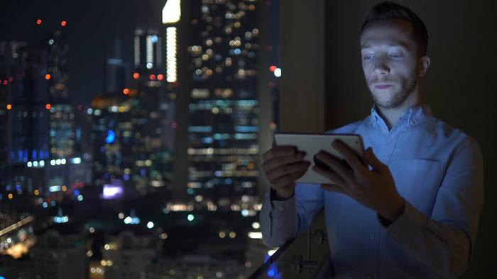 News video: Lichtstrahlung: Wie Smartphone und Laptop auf die Haut wirken