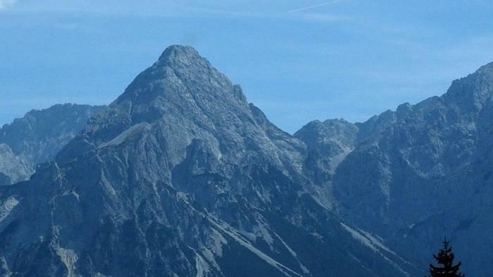 News video: 36-Jähriger beim Wandern in Tirol spurlos verschwunden - Hunderte Rettungskräfte bei Suche im Einsatz