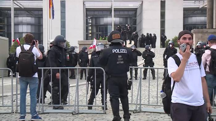 Video: Randalierer vor Reichstag - Scharfe Kritik aus der Politik