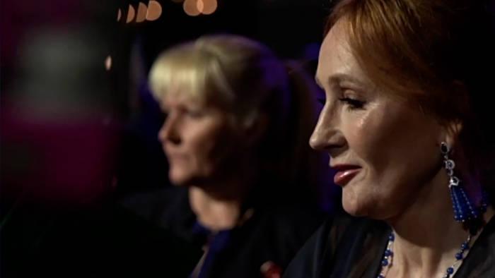 News video: Nach Twitter-Kontroverse: J.K. Rowling gibt Menschenrechtsauszeichnung zurück
