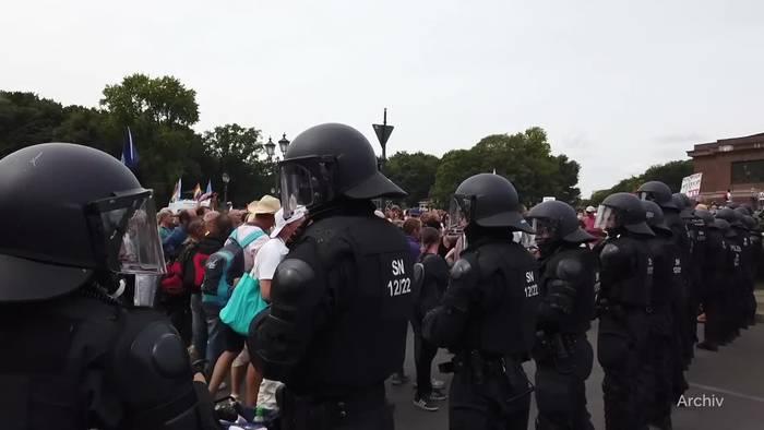 News video: Landfriedensbruch: Polizei ermittelt wegen Reichstag-Krawall