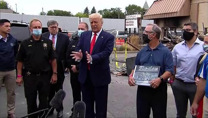 Video: Nach Protesten gegen Polizeigewalt: Donald Trump besucht Kenosha