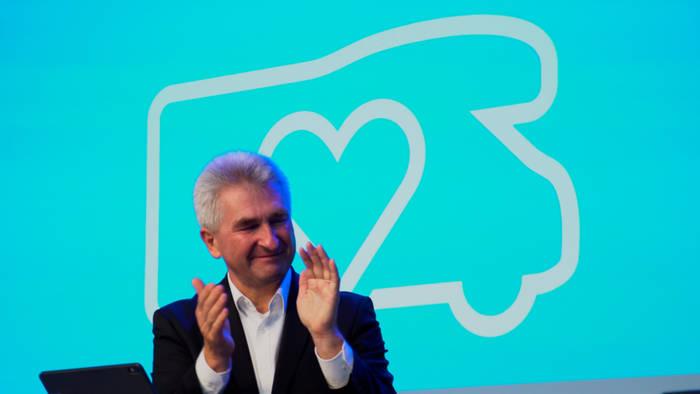 News video: NRW-Wirtschaftsminister Pinkwart eröffnet Caravan Salon 2020 - Wirtschaftsmotor springt wieder an