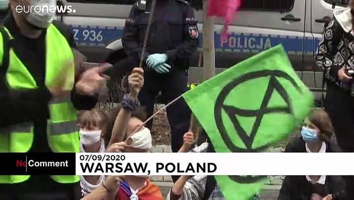 News video: Gewaltsame Räumung: Straßenblockade im Zentrum Warschaus