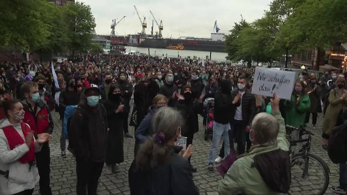 News video: Demonstrationen in Deutschland für Migranten-Aufnahme