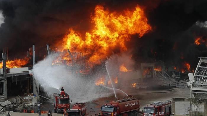 News video: Erneut in Flammen: Dicke Rauchschwaden steigen über Beiruts Hafen auf