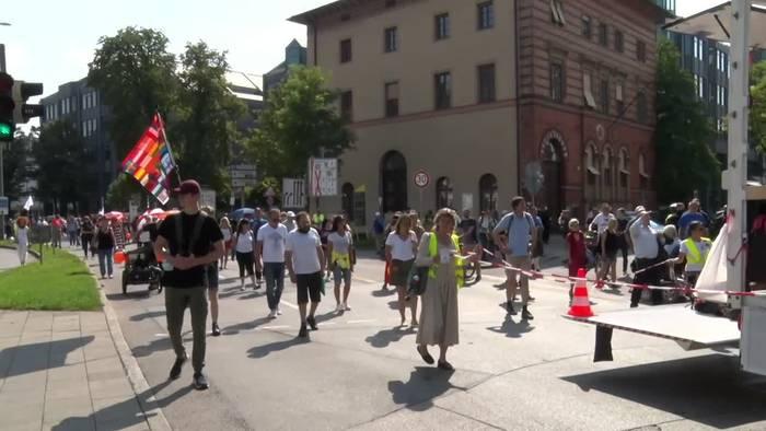 News video: Polizei: 10 000 Teilnehmer bei Corona-Demo in München