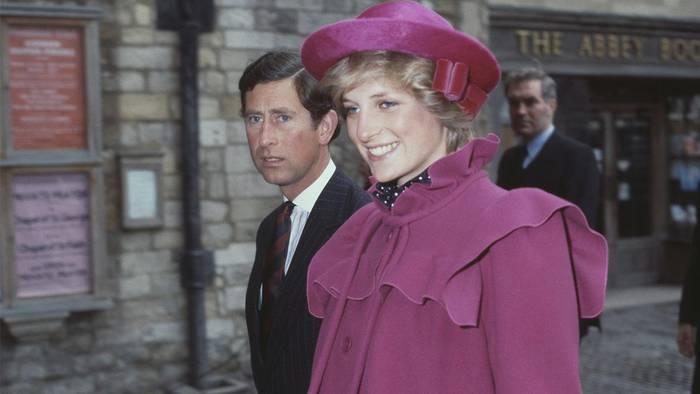 Video: Ihre Lebensversicherung: Lady Di versteckte brisante Infos über die Royals in geheimer Box
