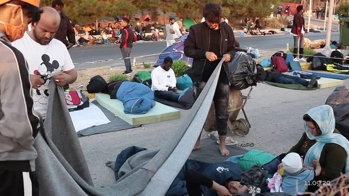 News video: Merkel und Seehofer bieten Aufnahme von 1500 Migranten an