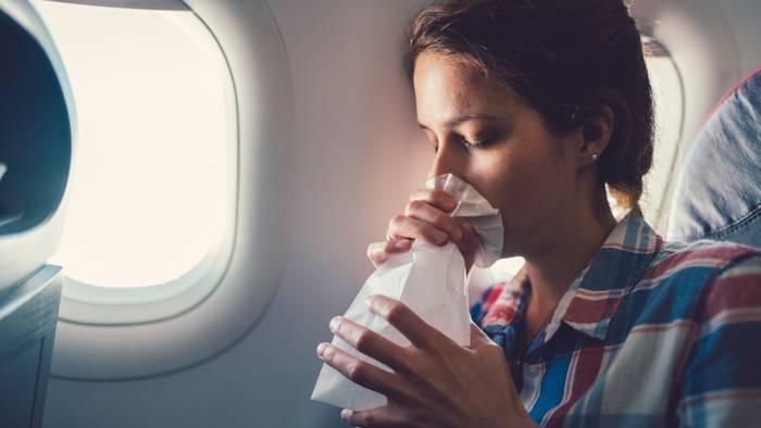 News video: Geburt im Flugzeug: Polizei drückt bei 18-jähriger Mutter ein Auge zu