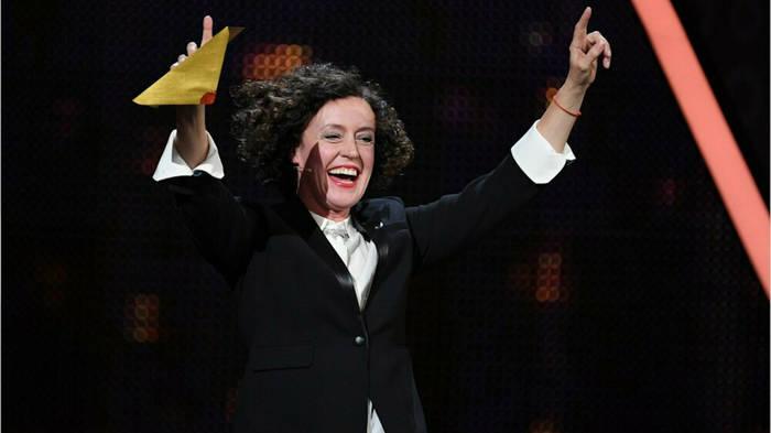 News video: Als erste deutsche Regisseurin: Maria Schrader gewinnt Emmy Award