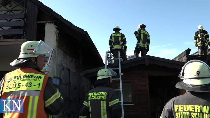 News video: Brand in Schlüchtern: Gartenhütte und Carport fangen Feuer - Hoher Sachschaden