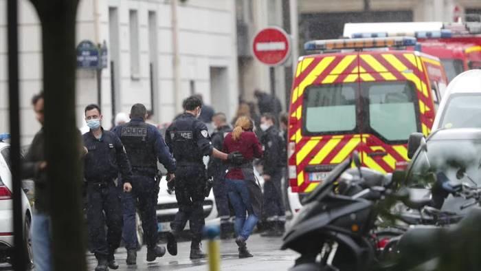 News video: Ein Verdächtiger nach Messerattacke in Paris wieder frei