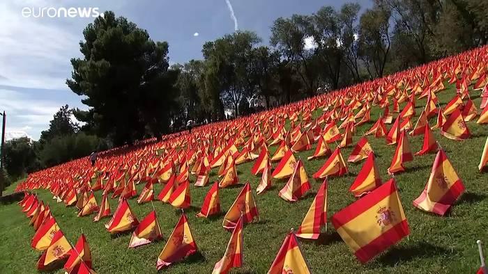 Video: 50.000 Flaggen für spanische Covid-19-Oper