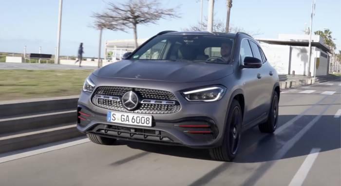 News video: Der neue Mercedes-Benz GLA - Kraftvoll und effizient - die Motoren