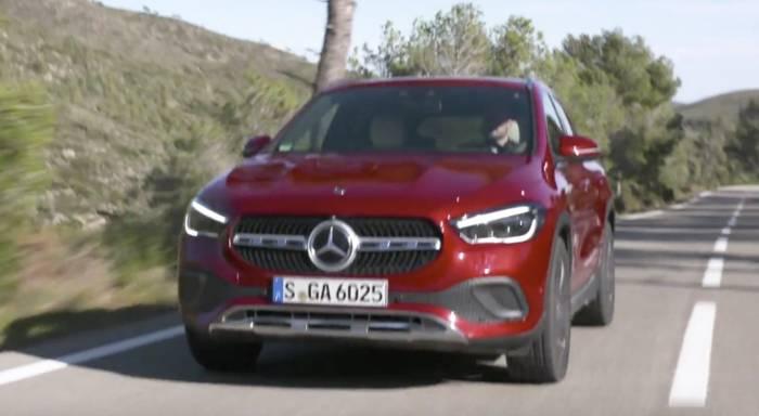 News video: Der neue Mercedes-Benz GLA - Mehr Traktion bei Bedarf - der 4MATIC Allradantrieb