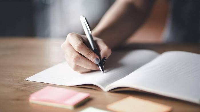 News video: Junge Frau kann nach Brust-OP plötzlich nicht mehr schreiben