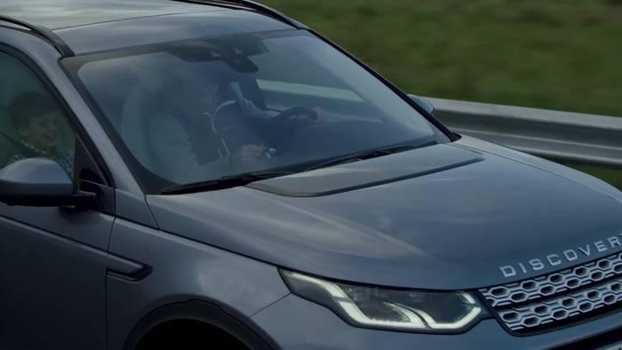 News video: Neuer Land Rover Discovery Sport noch vielseitiger und effizienter - Leistungsstarke, Saubere Motoren und neues intuitives Infot