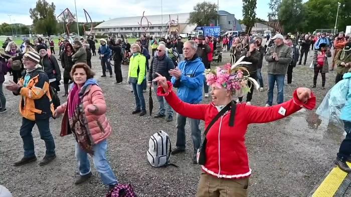 News video: Konstanz: «Querdenken»-Demonstration gegen Corona-Maßnahmen