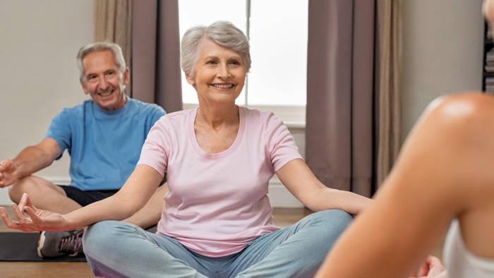 Video: Chronische Schmerzen: Yoga kann Linderung bringen