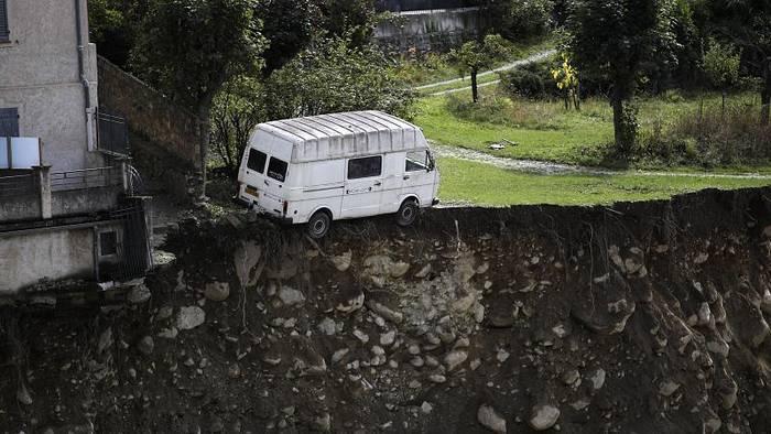 News video: Aufräumen nach Unwetter an der Adria: Leichen vom Friedhof und platter Reis