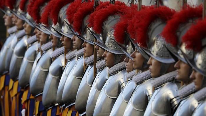 News video: Schweizer Garde: Vier Soldaten in Quarantäne