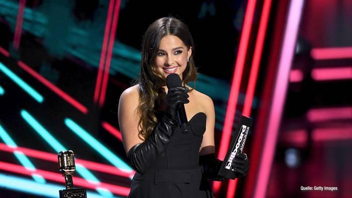 News video: Addison Rae nimmt Harry Styles' Preis entgegen