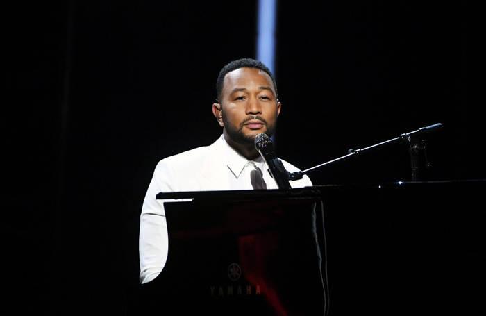 Video: John Legend widmet die Aufführung der Billboard Music Awards Chrissy Teigen