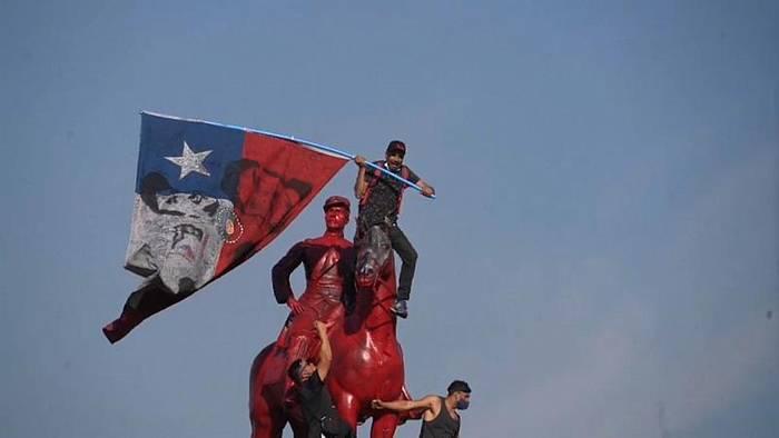 News video: Vor 1. Jahrestag der Proteste: Krawalle in Santiago