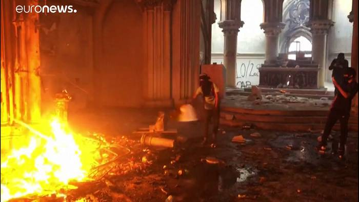 Video: Proteste in Chile: Zwei historische Kirchen niedergebrannt