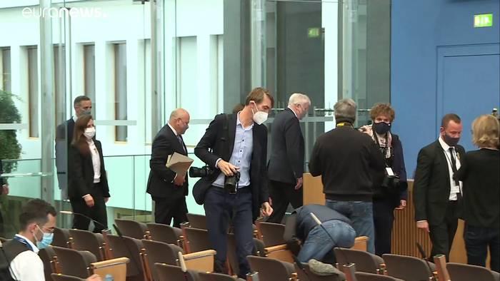 News video: Jetzt doch Rassismus-Studie bei der Polizei: Seehofer knickt ein