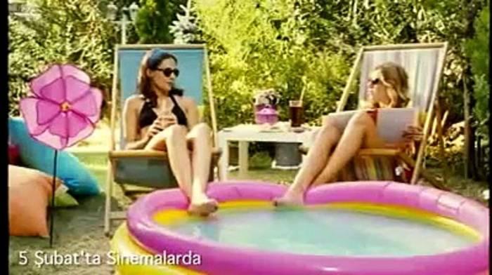 News video: Die Romantische Komödie Film Trailer (2010)