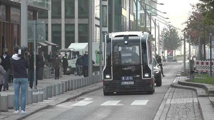 Video: Autonom fahrender Bus: Erste Fahrgäste in Hamburg