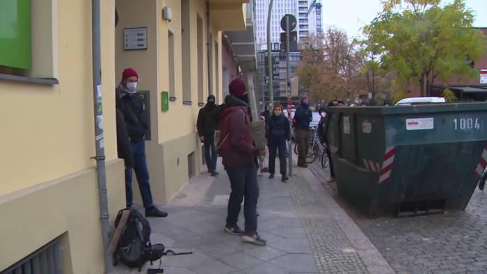 Video: Klimaktivisten besetzen Grünen-Parteizentrale in Berlin