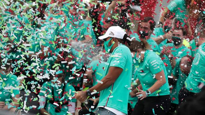 News video: Silberpfeil-Doppelsieg in Imola: Mercedes feiert 7. Konstrukteurs-WM