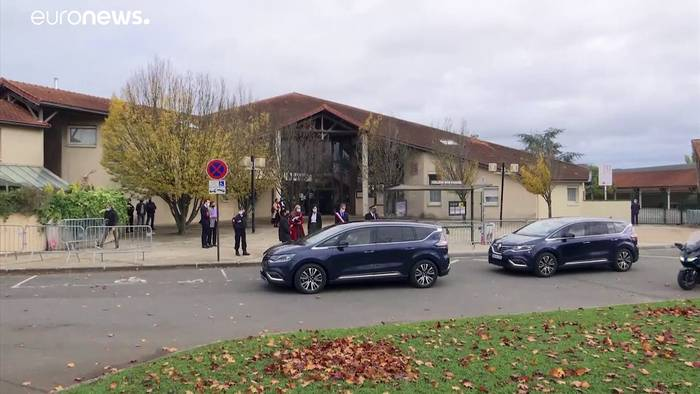 Video: Frankreichs Schüler schweigen eine Minute für ermordeten Lehrer