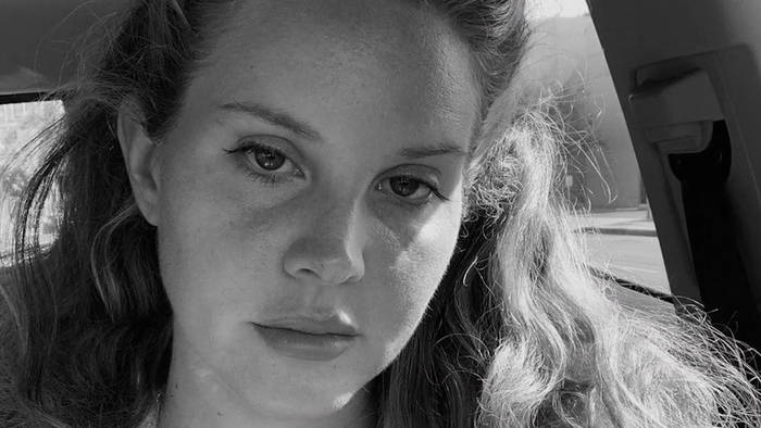 News video: 'You'll Never Walk Alone': Lana Del Rey covert Stadionhymne