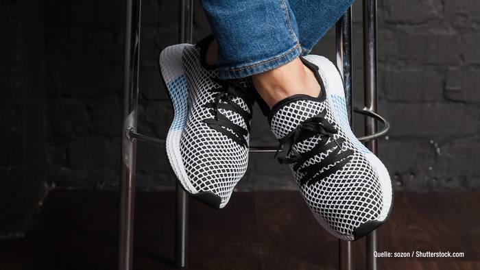 Video: Laut Adidas: Dunkle Schuhe gehören bald der Geschichte an