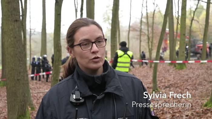 News video: Pyrotechnik und Rauchbomben im Dannenröder Forst