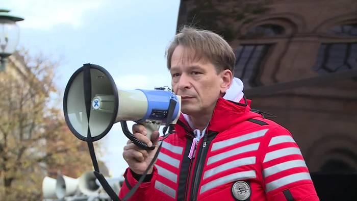News video: Hannover: 450 Menschen demonstrieren gegen Corona-Maßnahmen