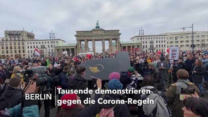 Video: Berlin: Demonstranten protestieren gegen die Corona-Regeln